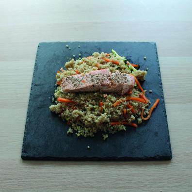 Salmón con quinoa y verduras toque tomillo