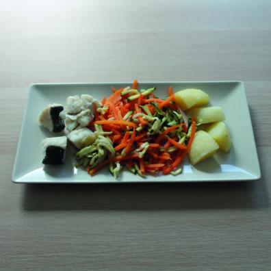 Merluza con patata y verduras toque romero