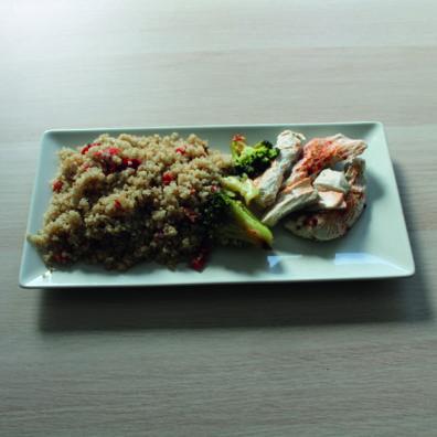 Pavo al pimentón con quinoa y verduras